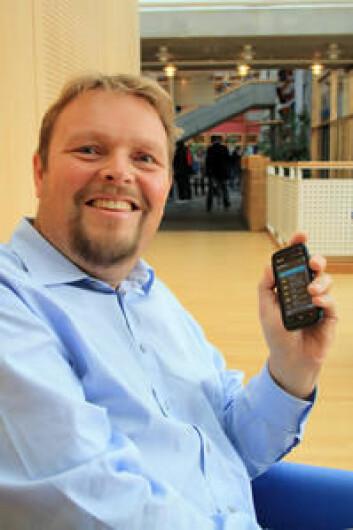 Dag Helge Frøisland ser på hvilke faktorer som påvirker barn og unges egenomsorg i diabetesbehandlingen. (Foto: HiL)