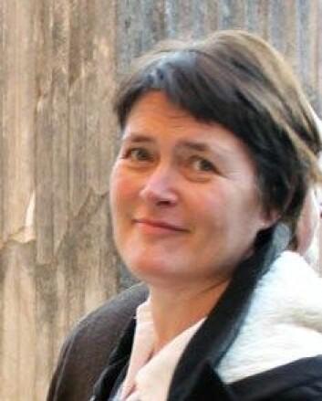 Forsker Belinda Flem ved NGU skal bidra i storskalatestingen av den nye sporingsmetoden for rømt oppdrettslaks. (Foto: NGU)