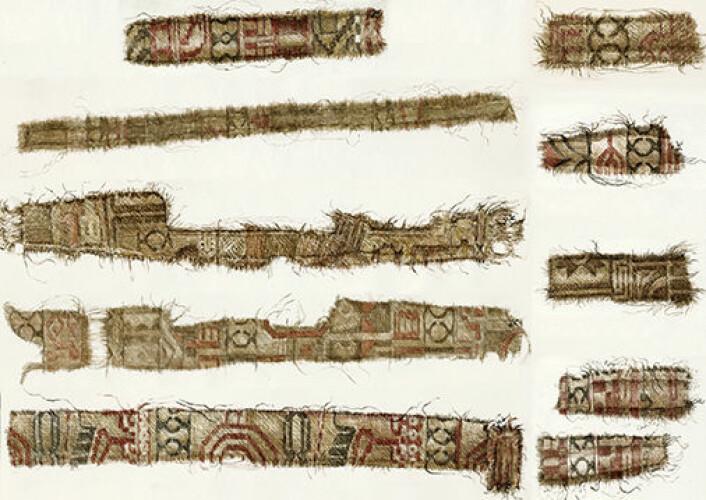 Silkestoffer fra persisk område ble funnet i Osebergskipet. Blant motivene sees deler av spesielle fugler som kan knyttes til persisk mytologi kombinert med kløver-økser, et zoroastrisk symbol hentet fra zodiak-sirkelen. Stoffene er skåret i tynne strimler og brukt som dekor på klær. Liknende strimler er også funnet i andre graver fra vikingtiden. (Foto: Kulturhistorisk museum, UiO)
