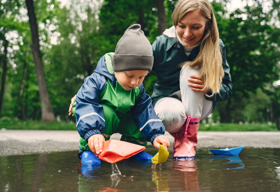 Er vannet i sølepytten det samme som det som er i do? Barn har mange spørsmål som krever svar fra fysikken og kjemien.