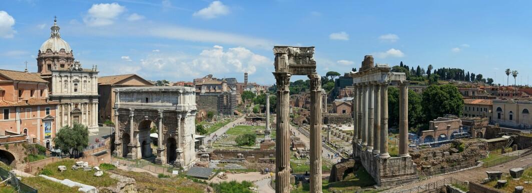Årleg besøker millionar av turistar Forum Romanum og andre antikke byggverk i Roma.