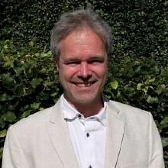 Sven Peter Näsholm forsker på den langbølgete infralyden som våre ører ikke kan oppfatte.