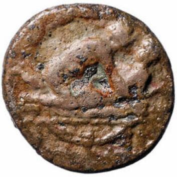 Bildet på mynten avslørte at dette ikke var snakk om en vanlig romersk mynt. Foto: Museum of London