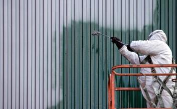 Malere som arbeider med spraymaling hadde stor risiko for å utvikle astma, viser studien. (Foto: Colourbox)