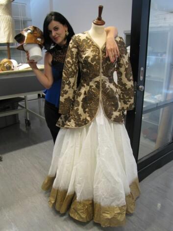 En kjole av designeren Samant Chauhan, som blir å se på utstillingen på Kulturhistorisk museum, basert på Tereza Kuldovas arbeid. Chauhan, som er kjent som en sosialt bevisst designer, kommer på åpningen, 13.september. (Foto: Marianne Nordahl)