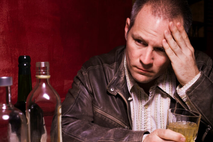 Alkoholavhengighet handler ikke bare om viljestyrke, men også genetisk sårbarhet. (Foto: iStockphoto)