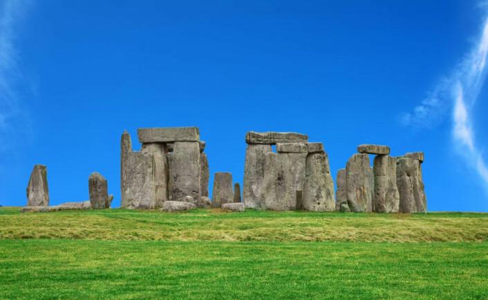 Pearson mener Stonehenge opprinnelig ble bygget et annet sted og senere flyttet til Salisbury Plains i Wiltshire, ca. 130 km sørvest for London. (Foto: Colourbox)