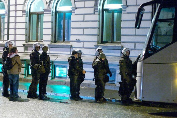 Arrestanter under de pro-palestinske opptøyene i Oslo 10. januar 2009. 200 ble arrestert, men bare ti personer ble straffedømt. (Foto: Egil Fujikawa Nes / Wikimedia Commons)