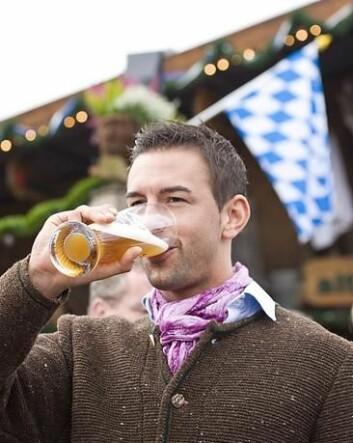 Et glass alkohol om dagen kan ha mange gode virkninger for helsen. Ny forskning viser at moderate mengder alkohol reduserer risikoen for å utvikle astma. (Foto: Colourbox)
