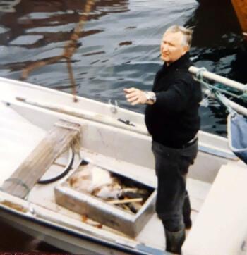 Min pappa, Svein Alm, har vært på havet og sikret familien fisk for vinteren en gang på 80-tallet.