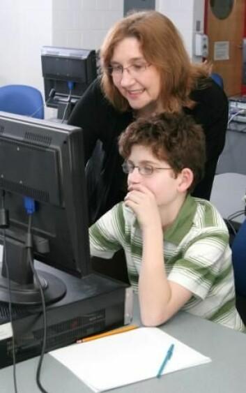 Lærerne må bli mer involvert hvis man skal bruke dataspill i undervisningen. Ofte synes ikke lærerne barna lærer nok av det, men det er som regel nettopp fordi læreren ikke har spilt en aktiv rolle i spillene. (Foto: Colourbox)