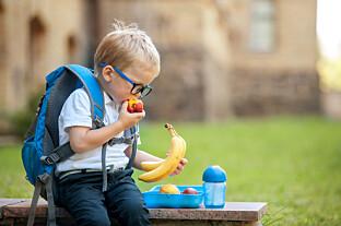 Gjør barn som spiser frukt og grønt det bedre på skolen? Sigrid bruker statistikk for å sjekke det ut.