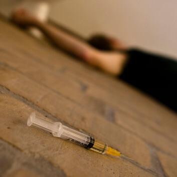 To ganger om dagen, hver dag hele året, hjelper spesialutdannet personale brukerne med heroin. (Illustrasjonsfoto: www.colourbox.com)