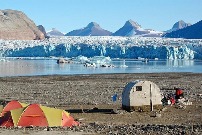 Feltarbeid på Svalbard (Foto: Anne Chapuis)