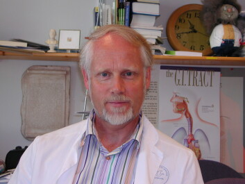 Professor Ingvard Wilhelmsen har råd mot besvimelse. (Foto: Silje Gripsrud, På høyden, UiB)