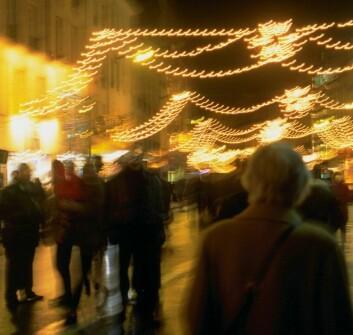Møter du en bekjent på gata som spør hvordan du har det, er hilsningen viktigere enn informasjonsinnhenting. (Foto: Colourbox)