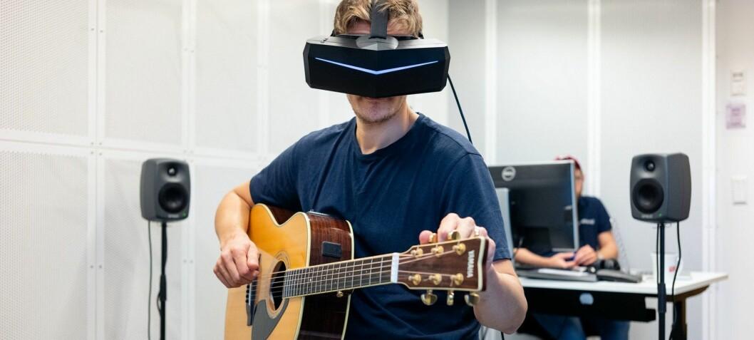 Musikkstudenter øver seg foran virtuelt publikum i VR-lab