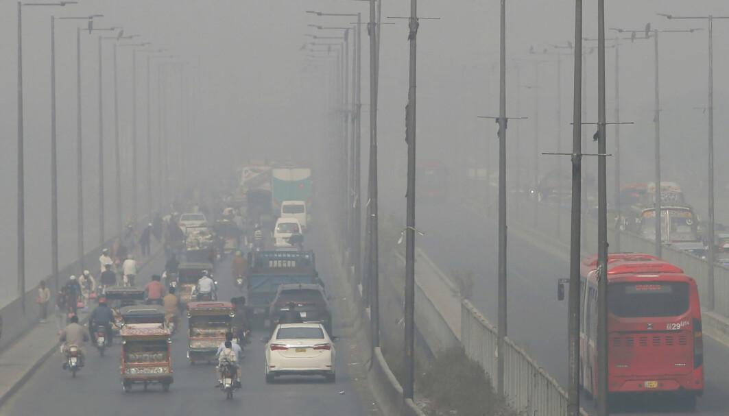 Forurensningen i den pakistanske storbyen Lahore ligger som et teppe over byen.