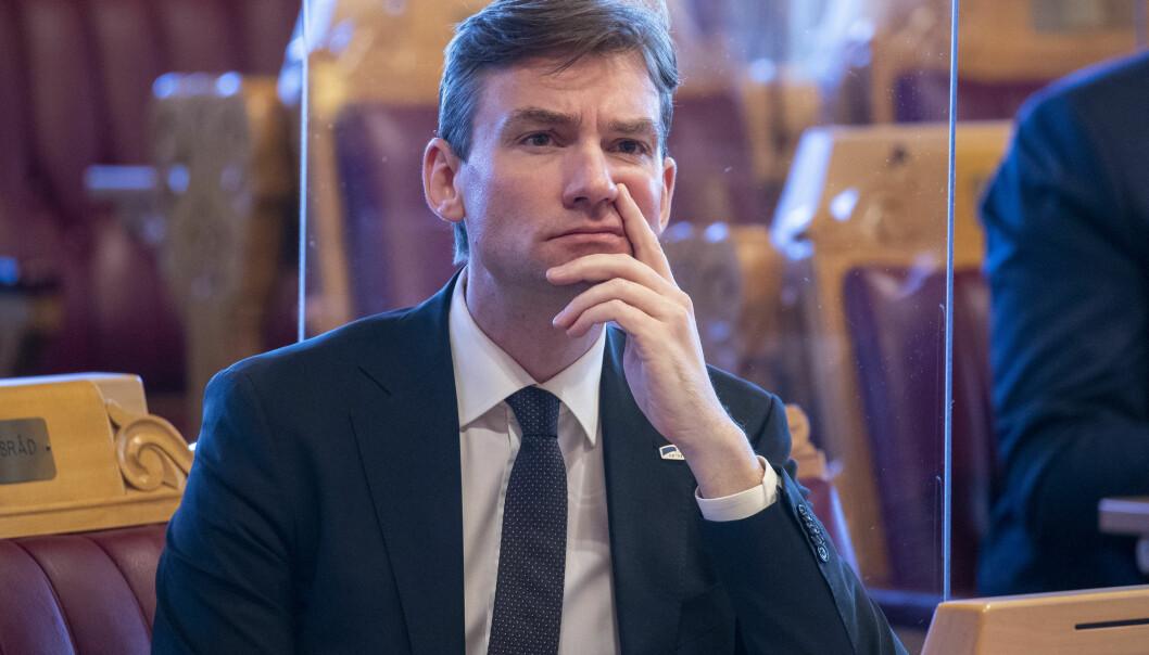 Forsknings- og høyere utdanningsminister Henrik Asheim (H) fastslår at koronasituasjonen fører til økt tillit til forskningen.