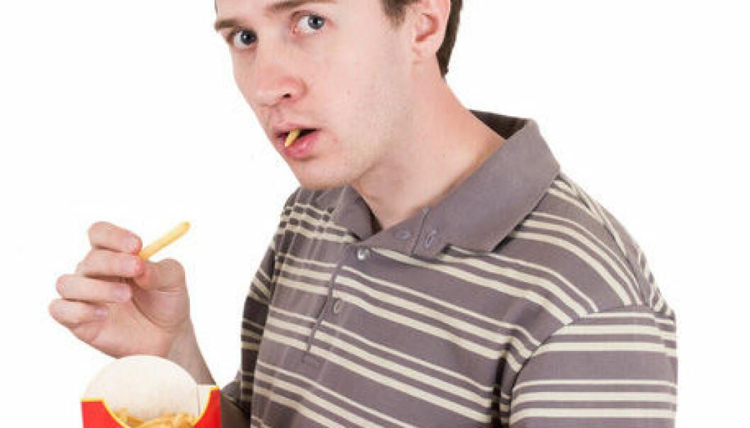 Når du spiser fet mat, får du lyst til på mer. Hjernens belønningssenter forteller deg at fet mat er bra, selv om fornuften sier noe annet. Signalet som aktiverer hjernens belønningssenter, stammer fra tarmene dine. Colourbox