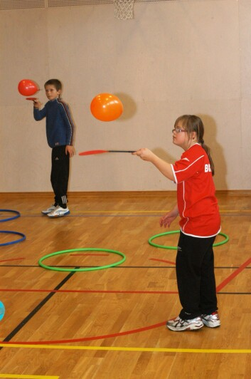 Mange barn foretrekker annen aktivitet enn tradisjonelle idrettsaktiviteter i kroppsøvingstimene. (Foto: Per-Einar Johannessen, NIF)