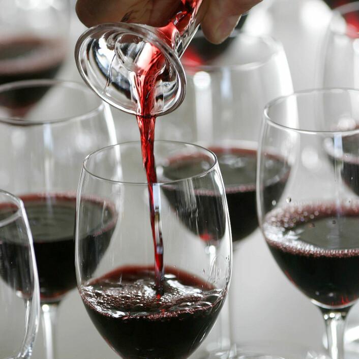 Rødvin er et godt eksempel på noe som stadig dukker opp med nye helsefordeler i forskningen, men er det egentlig sånn?(Illustrasjonsfoto: www.colourbox.no)