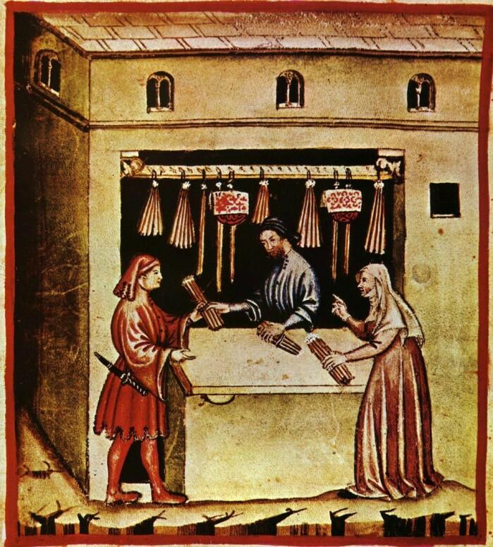 Støpte vokslys selges fra bod på kanten av et stup i Italia på 1300-tallet.
