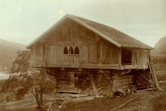 Staveloftet ble brukt som stabbur helt fram til 1900-tallet, da det ble flyttet fra Ål til museet i Nesbyen i 1908. (Foto: Hallingdal Museum)