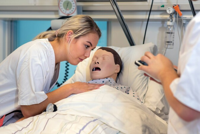 The study showed that the nursing students in observer roles learned more than students who were treating the patient. It could be that nurses who treat the patient dummies are more stressed than those who observe.