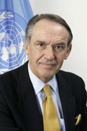 Toaletter er et helse- og miljøproblem som folk ikke liker å snakke om, innrømmer visegeneralsekretær Jan Eliasson i FN. (Foto: FN)