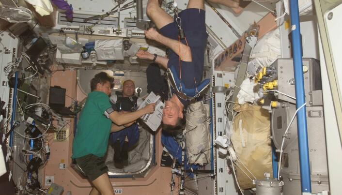 Astronauter har funnet måter å trene på selv om de er vektløse, det er viktig for å ta vare på helsa i rommet.