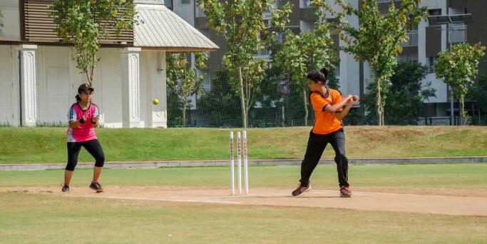 Å slippe til idrettar som ungdom er van med frå sin kultur er noko lærarane i kroppsøving kan gjere for å gje dei ei større kjensle av tilhøyre. Cricket reknast som den nest største idretten i verda etter fotball.