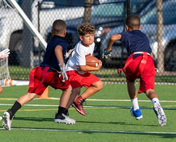 I USA er amerikansk fotball ein av dei tre største idrettane saman med basket og baseball.