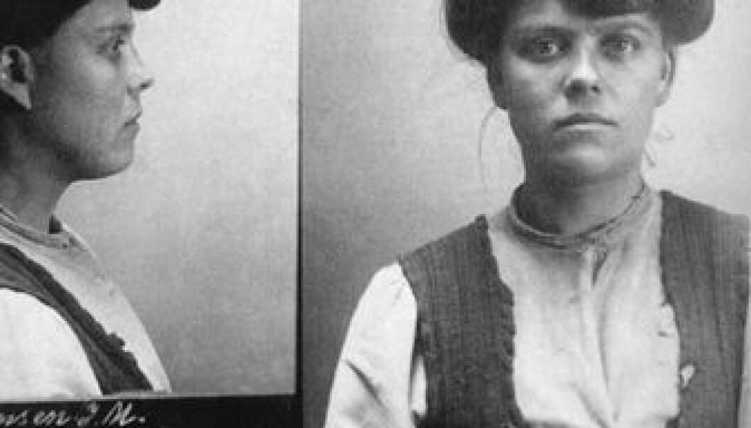 Fangeportrett fra tidlig 1900-tall. Den avbildede kvinnen, Johanne Margrethe, har fått beskrivelsen «gatepike, tyv, brutal, voldsom». Kvinner i kriminalitet var den største gruppen kvinner i norsk media i 1913. Norsk rettsmuseum