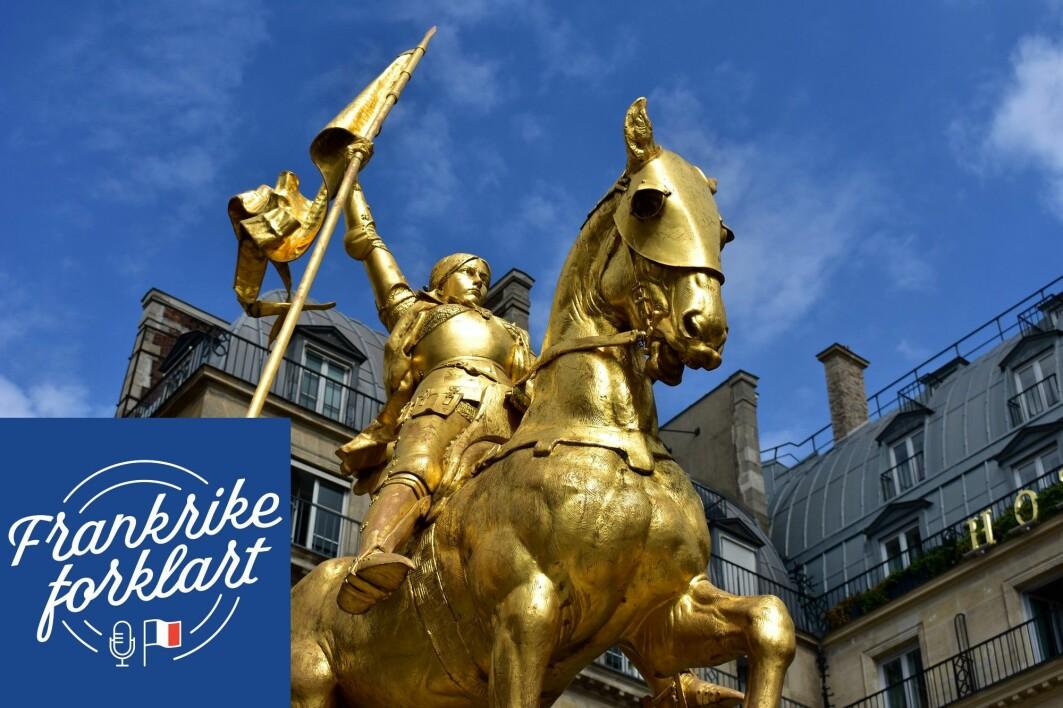 En statue av Jeanne D'arc i Paris.