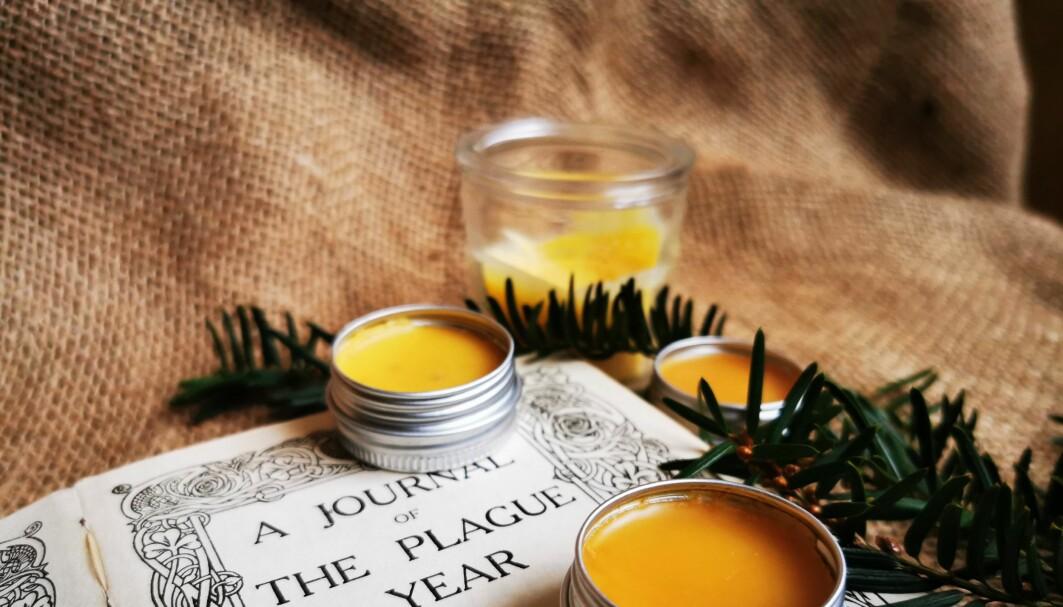 En salve som luker jul og en bok om pesten i London i 1666, må være en passende tematisk julegave i 2020.