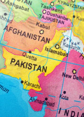 Pakistan, med India og Afghanistan på hver side. Pakistan og India er fortsatt ikke enige om hvem som skal ha Kashmirprovinsen, i hvitt. Kryssene midt i provinsen viser delelinjen der den foreløpige grensen mellom de to landene går. (Foto: Istockphoto)