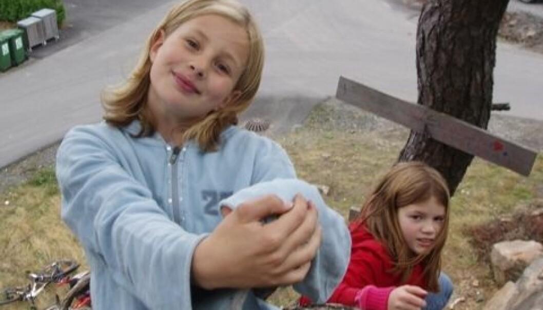 Verdens beste lekeplass er i naturskråninger rett ved boområdet. Her får barna og deres fantasi ftitt utløp. Merete Lund Fasting