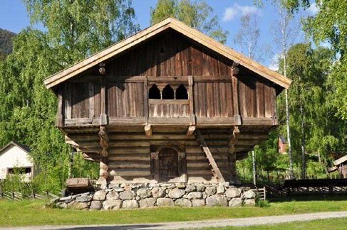 Slik ser Staveloftet ut i dag. Det står utstilt på Hallingdal Museum i Nesbyen. (Foto: Hallingdal Museum)