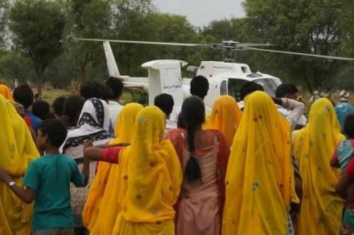 I India har forskere fra Aarhus universitet gått i gang med å lete etter grunnvann med helikopterteknologien SkyTEM. (Foto: Esben Auken)