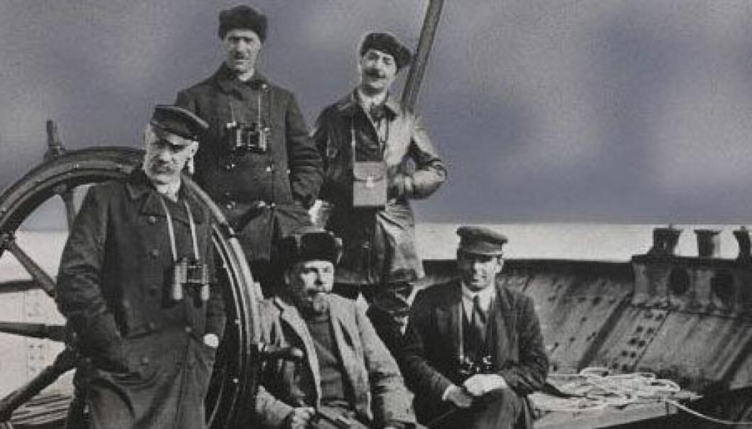 Fridtjof Nansen med mannskap på Sibir-reisen i 1913 om bord i skuta «Correct». Nasjonalbiblioteket