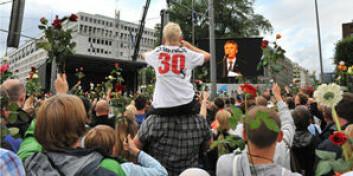 Rundt 200.000 deltok under rosemarkeringen på Rådhusplassen mandag 25. juli i år. (Foto: UiO/Anders Lien)