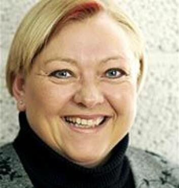 """Ragnhild Kvålshaugen ved Handelshøyskolen BI forsker på norske ledere. - Vi vil ha ledere som fremstår som hel ved, sier hun."""