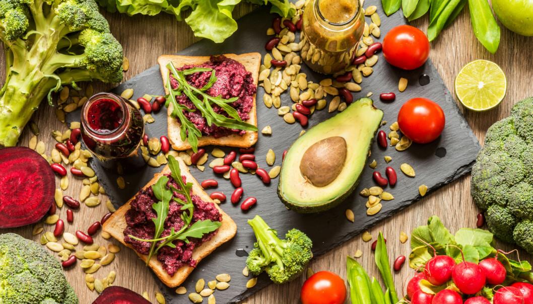 Lavere risiko for kreft, diabetes type to og hjerte- og karsykdommer er alle fordeler ved å ha en plantebasert diett. Nå viser det seg at den samme dietten gir høyere risiko for beinbrudd.