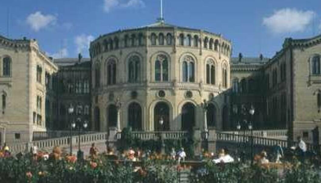 Ny dansk forskning viser at hvis vi blir engstelige, oppsøker vi mer informasjon. (Foto: Stortingsarkivet/Teigens Fotoatelier)