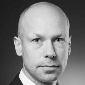Kirurgen Fredrik Herman Halvorsen har tatt doktorgraden i kirurgers bruk av datasimulator, for trening på kikkhullskirurgi. (Foto: Universitetet i Oslo)