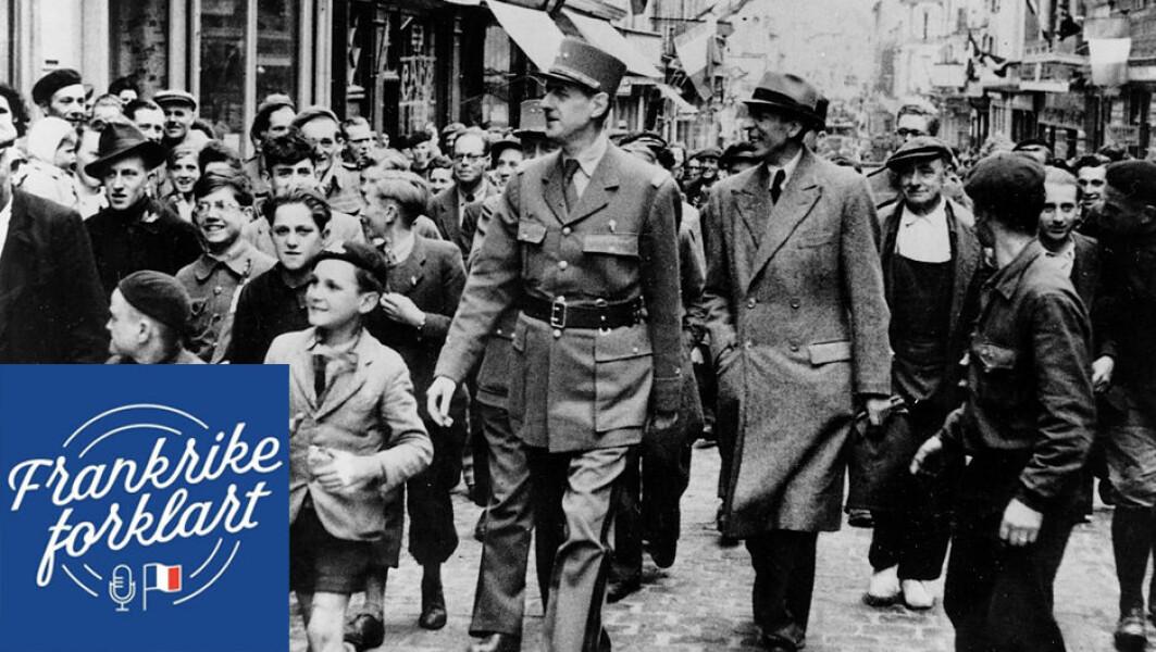 General Charles de Gaulle blir fulgt av en folkemengde gjennom nylig frigjorte Bayeux, den 15. juni 1944.