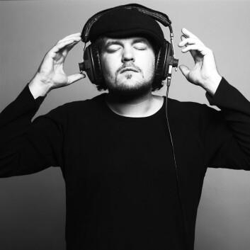 Studier har vist at musikk kan virke like lindrende som Ibuprofen, men selvsagt uten noen former for bivirkninger. (Illustrasjonsfoto: Colourbox)