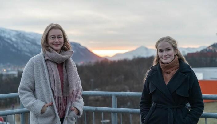 Førsteamanuensis Linda Nesby (t.v.) og stipendiat Lise-Mari Lauritzen er opptatt av hvordan skjønnlitteraturen kan brukes til å utforske livsmestring.