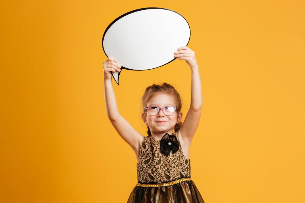 Ifølgje Noam Chomsky har vi alle ei medfødd språkevna. Derfor kan barn allereie i fireårsalderen uttale stadig nye setningar.